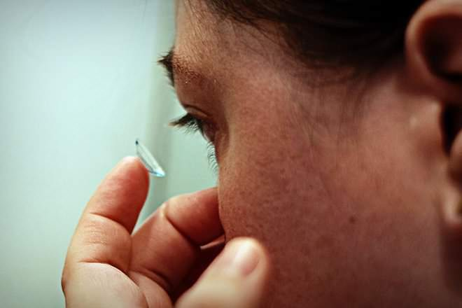 glasses vs contacts Only your glasses can do that contact lenses are a very good alternative to glasses – yet there are still a few vision solutions that are only possible with good ol' glasses.