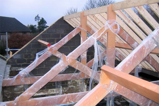 Joist vs truss difference and comparison diffen Floor joist trusses