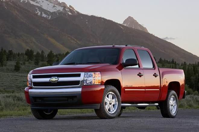 Difference Between Car Manufacturers >> Crew Cab vs Quad Cab - Difference and Comparison | Diffen