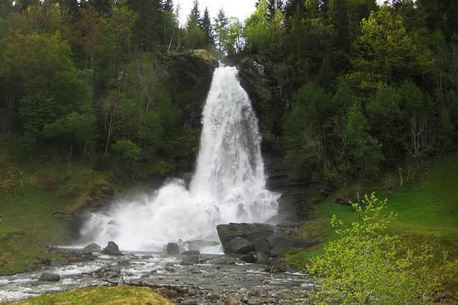Waterfall wikipediam. Org.