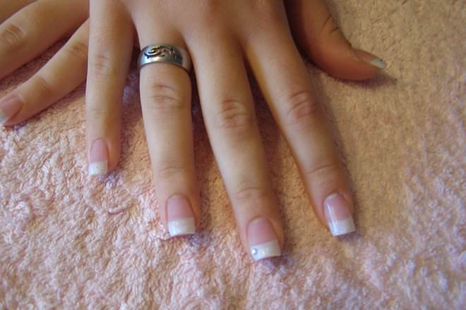 What does a french manicure look like