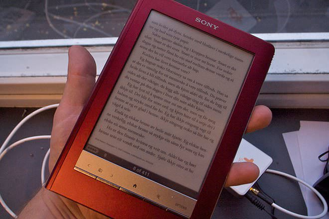 Kindle Vs Sony Reader: Kindle 2 Vs Sony Reader Touch