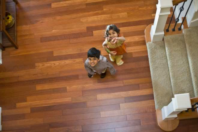 Hardwood floor vs vinyl floor difference and comparison for Hardwood floors vs tile