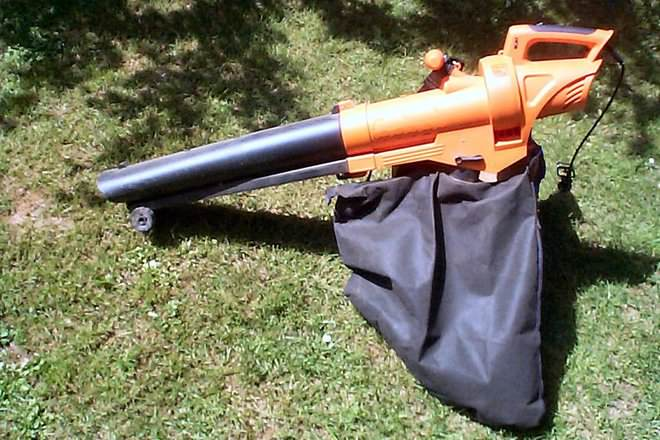 http://static.diffen.com/uploadz/c/c5/Electric-Leaf-Blower.jpg