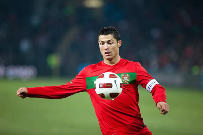 Cristiano Ronaldo Vs Lionel Messi Difference And Comparison Diffen