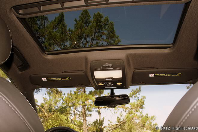 moonroof vs sunroof difference and comparison diffen. Black Bedroom Furniture Sets. Home Design Ideas