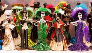 Catrinas, figuras tradicionales en celebraciones del Día de los Muertos en México.